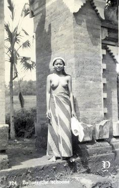 Old Pictures, Old Photos, Vintage Photos, Bali Girls, Cultural Studies, Tribal Women, Country Women, Arabian Nights, Island Life