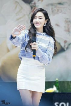 Jessica My decade fansign Snsd Fashion, Korean Fashion, Girl Fashion, Fashion Design, Magazine Cosmopolitan, Instyle Magazine, Jessica & Krystal, Krystal Jung, Jessica Jung Fashion