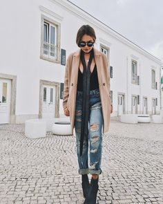 """Walkin  #today #ootd #lebonmanteau #therightcoat"""