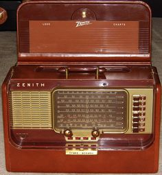 Vintage Zenith Transoceanic Radio, Brown Leather, Model L600, Broadcast Plus Short Wave Bands, 5 Tubes, Circa 1954 - 1955.