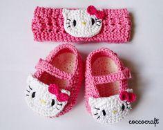 Pola rajut sepatu  dan bandana hello kitty