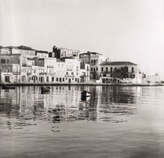 A rare collection from Photographic Archive of the Benaki Museum and Borel-Boissonnas files Crete Chania, Heraklion, Vintage Pictures, Old Pictures, Old Photos, Benaki Museum, Greece Pictures, Crete Island, Simple Photo
