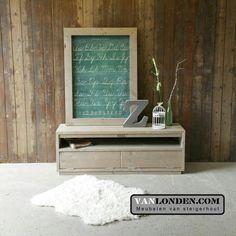 TV kastje van steigerhout ... Met lijst met vintage print ... www.vanlonden.com