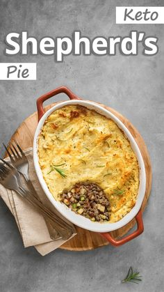 This Keto Shepherd's Pie is a version of a classic cottage pie made with lamb is a recipe you'll make again and again. A traditional savory classic from. Keto Shepherd's Pie, Low Carb Recipes, Healthy Recipes, Healthy Cooking, Organic Recipes, Ethnic Recipes, Cottage Pie, Keto Dinner, Cooking Time