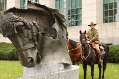 History: the bronze horse head was originally part of an Australian Light Horse memorial in Egypt. Anzac Day, War Dogs, Animal Pictures, Ww1 Pictures, World War One, Equine Art, Historical Pictures, Horse Head, Before Us