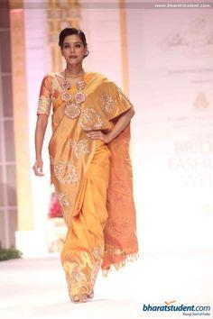 Hindi Events Pallavi Jaikishan Show at Aamby Valley City India Bridal Fashion Week 2013 Photo gallery Pakistani Outfits, Indian Outfits, Indian Clothes, Ethnic Sarees, Indian Sarees, India Fashion, Ethnic Fashion, Tussar Silk Saree, Kanjivaram Sarees