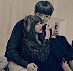 Lisa and Jungkook Bts Jungkook And V, Bts Blackpink, Blackpink And Bts, Bts Taehyung, Kpop Couples, Cute Couples, K Pop, Bts Kiss, Lisa Blackpink Wallpaper