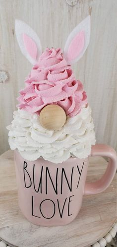 Diy Whipped Cream, Whipped Frosting, Cup Crafts, Easter Crafts, Holiday Crafts, Crafty Projects, Diy Projects To Try, Cream Mugs, Mug Display