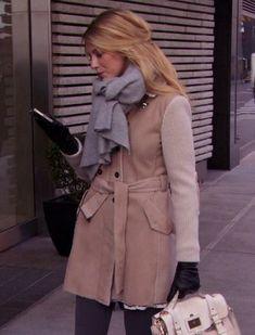 Serena's cream handbag and coat with a grey scarf on Gossip Girl.  Outfit Details: http://wornontv.net/3585/ #GossipGirl