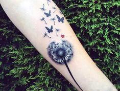 kleine tattoos frauen, abgeblühter löwenzahn mit schmetterlingen