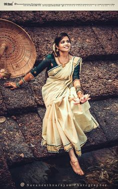 Ideas for wedding dancing photos pictures Indian Attire, Indian Outfits, Kerala Engagement Dress, Engagement Saree, Kasavu Saree, Onam Saree, Kerala Traditional Saree, Kerala Saree Blouse Designs, South Indian Wedding Hairstyles