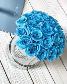Beautiful Bouquet Of Flowers, Amazing Flowers, Beautiful Roses, Beautiful Flowers, Flower Box Gift, Flower Boxes, Light Blue Flowers, Blue Roses, Rose Decor