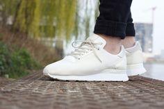 Adidas vposlední době velmi tlačí do série běžeckých botAdidas ZX 500 Weave a posílá dalších 5 barevných kombinací těchto velmi oblíbených sneakers. Vy se na ně můžete podívat níže vlookbooku a na produktových fotografiích. Sneakers:Adidas ZX 500 Weave