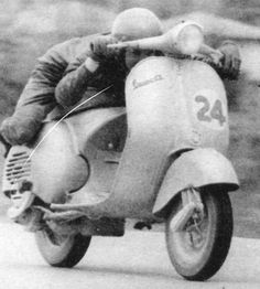 retro vespa race