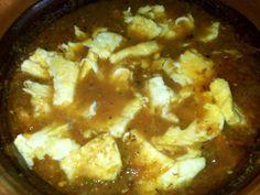 Huevo con chile al estilo mi mama Mexican Dishes, Mexican Food Recipes, Ethnic Recipes, Mexican Breakfast, Breakfast Recipes, Yummy Eats, Yummy Food, Tasty, Coliflower Recipes