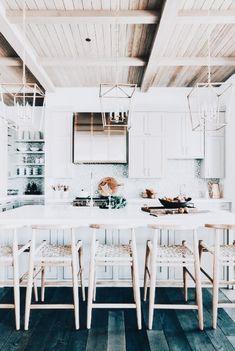 I love this interior design! It's a great idea for home decor. Home design. Home Interior, Kitchen Interior, Interior Design, Kitchen Dining, Kitchen Decor, Dining Room, Kitchen Stools, Kitchen Ideas, Houses Architecture