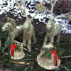 Heufiguren selber basteln   Startseite / Katalog / Sonstiges / Heutiere / Heutiere – Pferd Christmas Wreaths, Christmas Ornaments, Creatures, Holiday Decor, Crafts, Art, Hay, Farm Cottage, Craft Tutorials