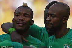 Emocional Costa do Marfim meia Serey Die busto para às lágrimas durante o hino nacional de seu país
