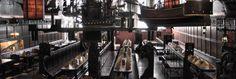 LÜBECK - essen gehen im schummrigen Traditionsrestaurant Schiffergesellschaft.