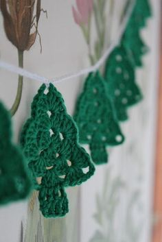 2015 Christmas Hanging Christmas Tree Crochet Garland Free Pattern - Wall Decor, Christmas Decor - 2015 Christmas Crochet Garland Free Pattern You Can Chose by maxcupcakes Knitted Christmas Decorations, Crochet Christmas Ornaments, Christmas Crochet Patterns, Holiday Crochet, Noel Christmas, Christmas Knitting, Christmas Bunting, Christmas Truck, Christmas Stocking