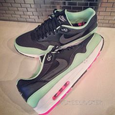 #SkeeLocker 127/365: Air Max 1 FB black/fresh mint/pink flash inspired by the FC247 collection (not Yeezy's, sorry kids). Full review coming today on #SkeeTV but pics don't do justice, one of my fav AM1s ever. BTW had to import these from Warsaw to get my hands on