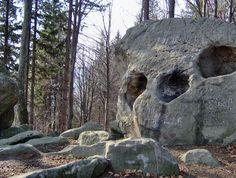 Romania Megalitica: Enigme, mistere ori... monumente ale naturii, in Romania. Capete uriase... din piatra. STRANGE ARTEFACTS? Ancient original stone skull?