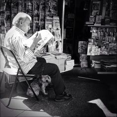 Reading confortably. Street Photography in BW