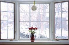 Our Livingroom Bay window is like this one Cleaning Outside Windows, Bay Window Decor, Living Room Windows, Kuta, Spring Cleaning, Home Projects, Cleaning Hacks, Home Remodeling, Family Room