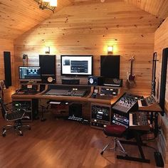 Home Recording Studio Setup, Home Studio Setup, Music Studio Room, Studio Desk, Dream Studio, Art Beat, Home Music Rooms, Sound Room, Modern Home Interior Design