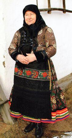 FolkCostume&Embroidery: Costume and Embroidery of Mezőkövesd, Hungary Hungarian Embroidery, Folk Embroidery, Embroidery Tattoo, Indian Embroidery, Embroidery Stitches, Embroidery Designs, Hungarian Women, Hungarian Dance, Folk Costume