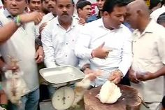 Wrangling over the ban on sale of meat by BMC during 'Paryushan' spilled on to the street today with MNS setting up a stall to sell meat in defiance of the order in busy Dadar area Mumbai News, Articles, Chicken, Meat, Street, Things To Sell, Walkway, Cubs