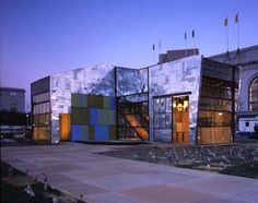 'The scrap house' er et professionelt projekt i San Fransisco, der også udelukkende består af genbrugsmaterialer.