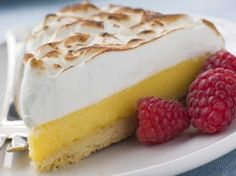 Lemon Meringue Pie - Possibly not the simplest or quickest of desserts, this classic is a guaranteed favourite for the whole family. Easy Pie Recipes, Easy Chicken Recipes, Sweet Recipes, Cooking Recipes, Lemon Pie Receta, Yummy Treats, Yummy Food, Cheesecake, Mexican Dessert Recipes