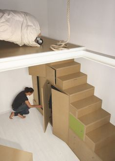 Arch Lorenzo Tognocchi - A mezzanine loft bed on wheels with a rope.what could possibly go wrong?