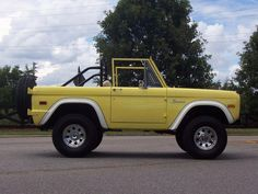 1976 Ford Bronco Yellow July 2012 :: picture by auctionsandbeyond - Photobucket - Today Pin Classic Ford Broncos, Chevy Classic, Ford Classic Cars, Best Classic Cars, Classic Trucks, Classic Bronco, Yellow Car, Mellow Yellow, Chevy Trucks