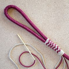 550 paracord Classic dog leash, 8 strand square braid,Long turk's head knot(pineapple knot)