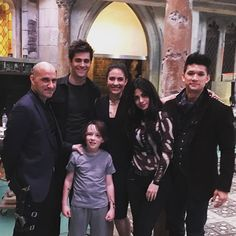 The Family Photo! ❤️❤️ Only missing Jace! Shadowhunters Series, Shadowhunters The Mortal Instruments, Isabelle Lightwood, Alec Lightwood, Cassandra Clare, Mathew Daddario, The Dark Artifices, Love My Family, Abc Family