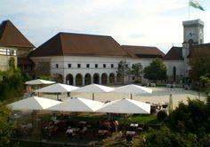 Conheça as belas construções e os sabores da Liubliana, na Eslovênia. Mansions, House Styles, Home Decor, Domestic Destinations, Road Maps, Getting To Know, Decoration Home, Manor Houses, Room Decor