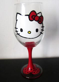 red hello kitty wine glass:))) I want this soooo bad lol Diy Wine Glasses, Hand Painted Wine Glasses, Champagne Glasses, Hello Kitty Wine, Arts And Crafts, Diy Crafts, Cat Party, Crafty, Martinis