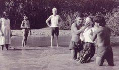 Nueve años después, en Junio de 1965, dos de los hijos de Nate Saint, Kathy y Stephen Saint fueron bautizados en la playa de Palm Beach por dos de los hombres que habían matado a su padre.