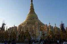Shwedagon Pagoda, Yangon. Afla mai multe: http://www.imperatortravel.ro/2013/01/myanmar-the-final-frontier-partea-1.html