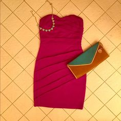 Magenta strapless dress This magenta dress is very figure flattering. It has a sweetheart neckline. It has very beautiful draping on the dress. It zips in the back. This dress would be stunning for a special occasion! It has never been worn!!! Excellent condition! 💋👛💅 Forever 21 Dresses Strapless