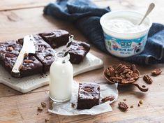 Brownie'skyr au chocolat noir Cake Au Chocolat Fondant, Brownie Fondant, Glass Of Milk, Panna Cotta, Muffins, Pudding, Chocolate, Healthy, Ethnic Recipes