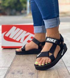 Sneakers Mode, Sneakers Fashion, Fashion Shoes, Shoes Sneakers, Fashion Fashion, Cute Sandals, Shoes Sandals, Adidas Sandals, Sandals Outfit