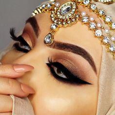 pιnтereѕт : @jenιιмarιee ♡ Beautiful Hijab, Beautiful Eyes, Amazing Eyes, Bridal Makeup Looks, Wedding Makeup, Makeup Tips, Beauty Makeup, Makeup Ideas, Arabic Eyes