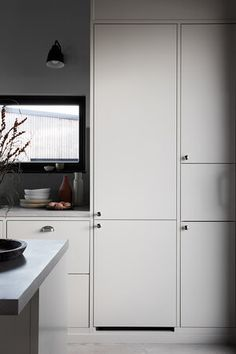 Bistro østersbeige   Drømmekjøkkenet Bar Interior Design, Luxury Homes Interior, Interior Design Living Room, Interior Styling, Interior Lighting, Kitchen Interior, Kitchen Decor, Kitchen Design, Home Remodel Costs