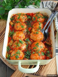 Фрикадельки+из+индейки,+запеченные+в+овощном+соусе