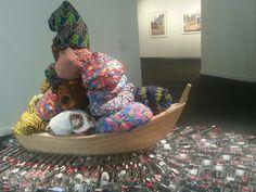"""""""Road to Exile"""", Barthélemi Toguo en """"El Arte del presente """". La Colección de Helga de Alvear - CentroCentro Cibeles. Madrid. Contemporary African Art, Baby Car Seats, Sculpture, Twitter, Children, Black, Gift, World, Artists"""