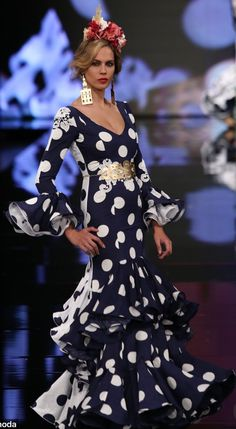 Flamenco Costume, Flamenco Dresses, Fishtail, Polka Dots, Costumes, Black And White, Formal Dresses, Womens Fashion, Divas