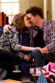 Pin for Later: The Sexiest TV Moments of 2014 Bones Brennan (Emily Deschanel) and Booth (David Boreanaz) continue to be a supersweet couple. Bones Season 9, Bones Actors, Bones Booth And Brennan, Bones Tv Series, Seeley Booth, Temperance Brennan, Bones Show, Erica, Movies